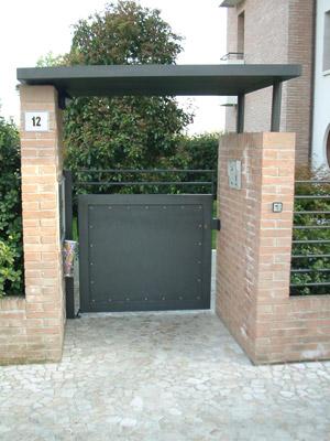 Cancelli pedonali in ferro battuto ed acciaio inox r2 for Ingresso ville moderne