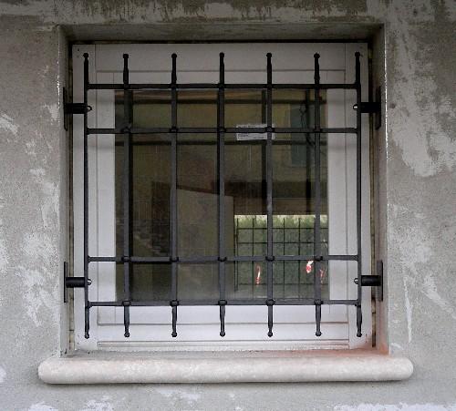 Inferriate di sicurezza in ferro battuto ed acciaio inox - Prezzo inferriate finestre ...