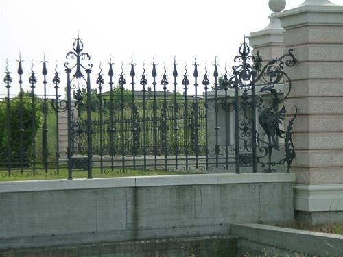 Ringhiere recinzioni in ferro battuto ed acciaio inox for Foto di ringhiere in ferro battuto