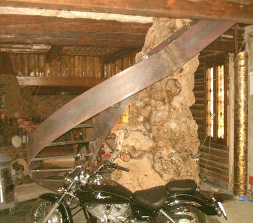 Corrimano e scale per interni ed esterni in ferro battuto for Elementi divisori per interni